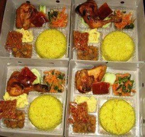 Pesanan Nasi Kuning Kotak Ibu Tiflah di Tomang, Jakarta Barat