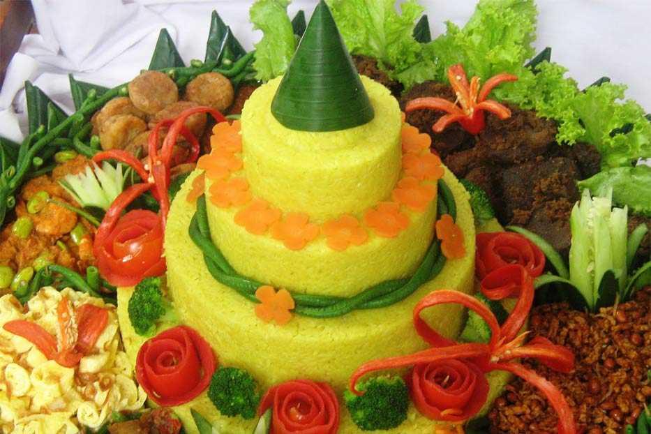 Nasi Tumpeng Pesanan Ibu Upi di Pasar Minggu, Jakarta Selatan