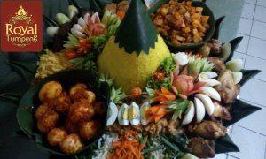 pesana-nasi-tumpeng-mba-diptia-di-pasar-minggu-jakarta-selatan